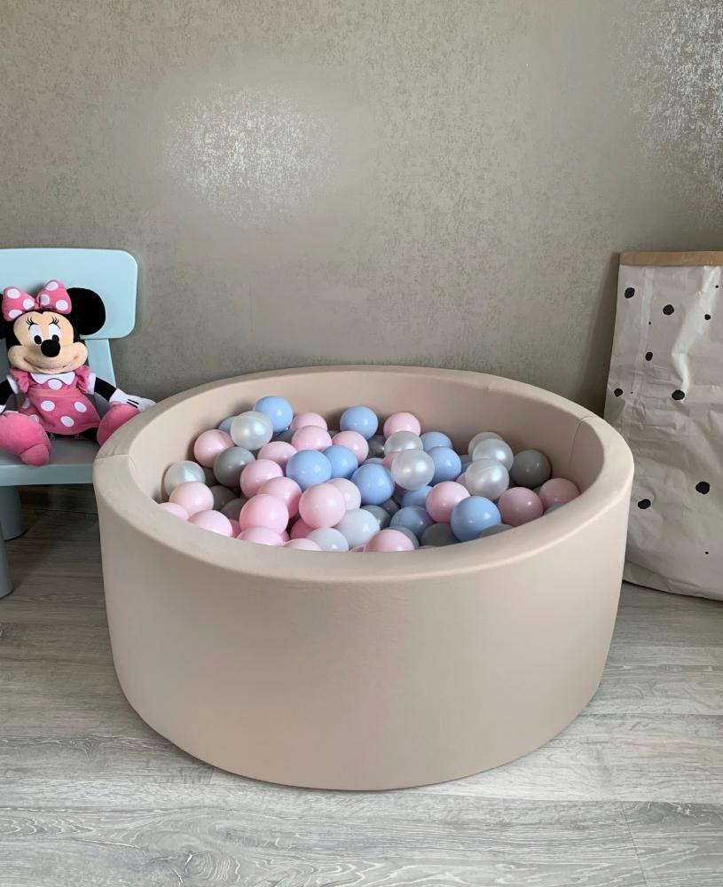 Бежевый сухой бассейн с шариками: голубой, перламутровый, серый, розовый