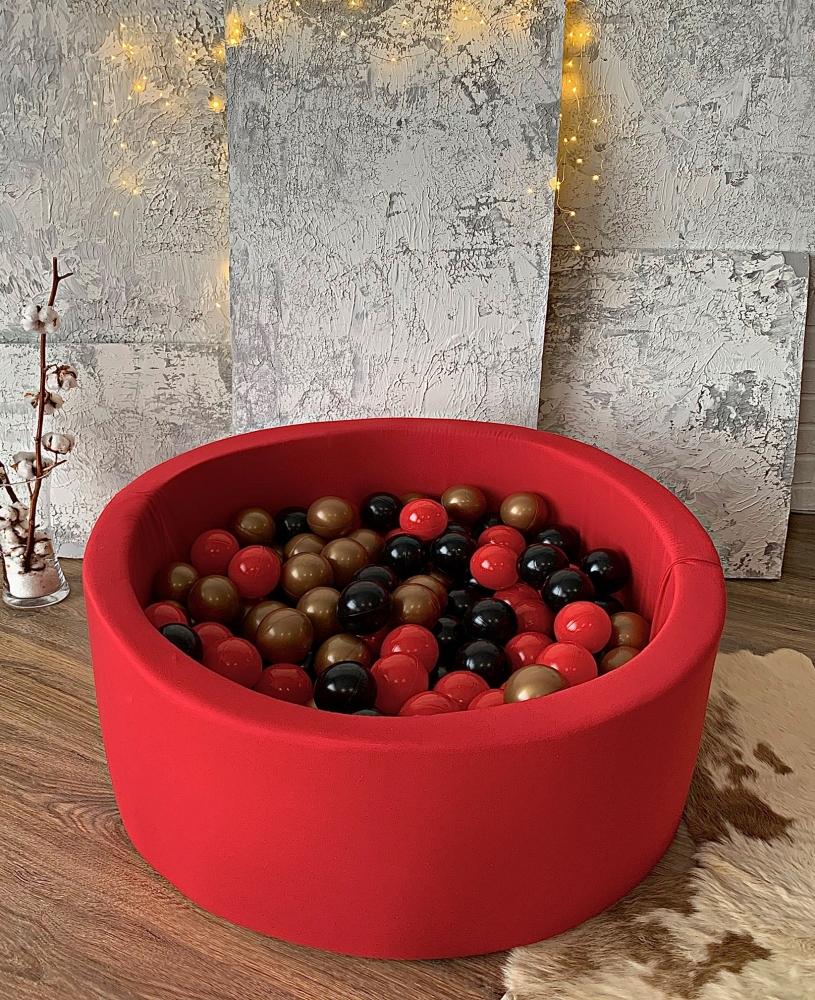 Красный сухой бассейн с шариками: красный, черный, золотой