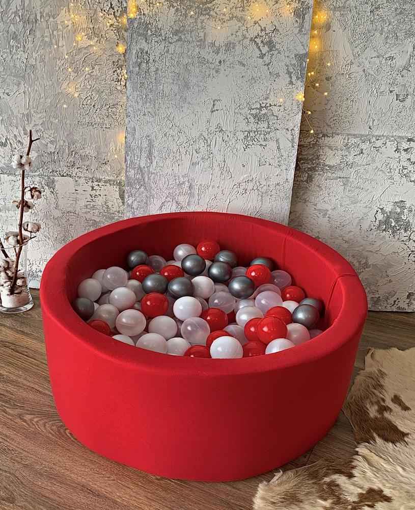 Красный сухой бассейн с шариками: красный, серый, белый, прозрачный, перламутровый
