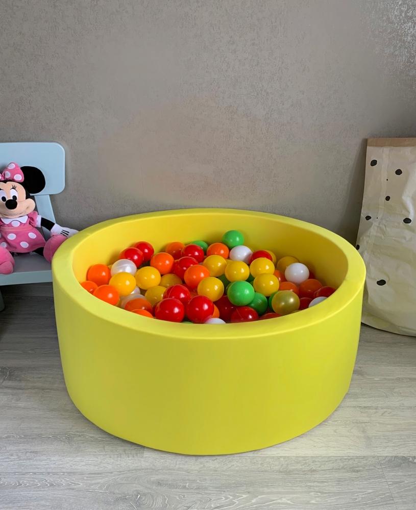 Желтый сухой бассейн с шариками: белый, желто-прозрачный, желтый, зеленый, перламутровый, салатовый, красный, оранжевый